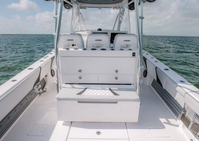 Contender Boats 39 FA - deck and cooler