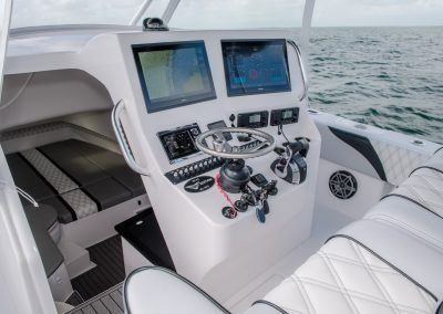 Contender Boats 39 FA - helm and cabin door