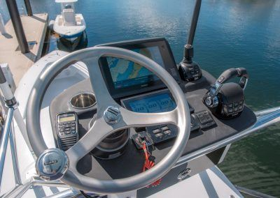 44 ST - Center Console Offshore Fishing Machine - Contender