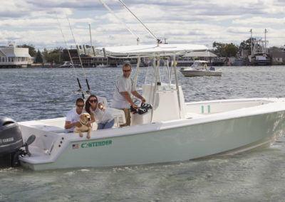 contender-25t-200-yamaha-and-dog2