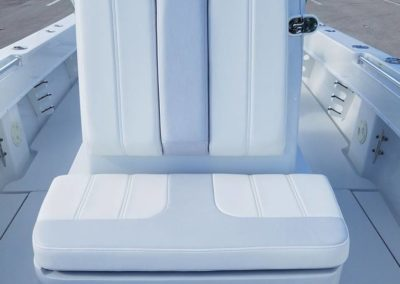 Contender 25T forward console seating
