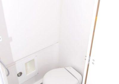 Contender 39 FA Toilet/Head